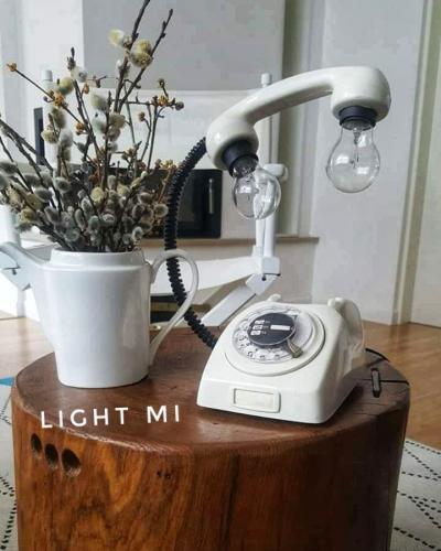 svjetiljka-bijeli-telefon-domnakvadrat