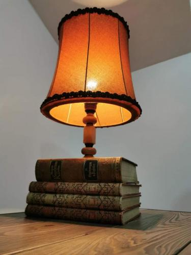 svjetiljka-drvena-domnakvadrat