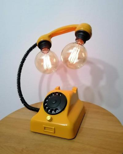 svjetiljka-žuti-telefon-domnakvadrat