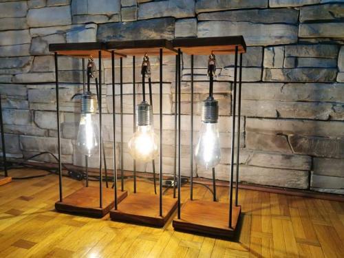 tri-neobične-svjetiljke-domnakvadrat