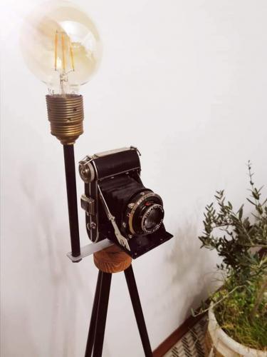 svjetiljka-stari-fotoaparat-domnakvadrat