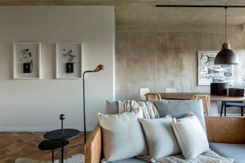 dnevni-boravak-i-blagovaonica-slike-beton-brazil-stan-domnakvadrat