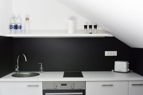 preuredjenje-potkrovlja-kuhinja-domnakvadrat